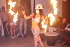 concepts soirées clubbing artistes performeurs travaux public performeuse feu