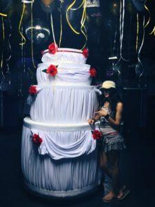 Concepts de soirées clubbing artites performeurs cirque france gâteaux géant