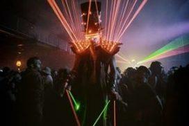Concepts de soirées clubbing artites performeurs cirque france robot led et laser
