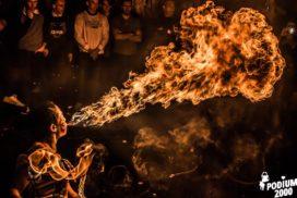 Concepts de soirées clubbing artites performeurs cirque francec cracheuse de feu walking dead