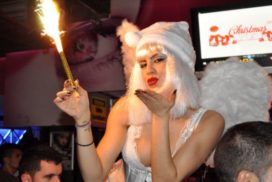 concepts soirées clubbing artistes performeurs sexy Xmas club echassiers anges noël
