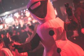 Concepts de soirées clubbing artites performeurs cirque france mascotte olaf disney trash