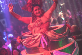 Gâteau géant, burlesque feuillage concept france artiste performeurs concepts soirées clubbing artistes cirque france