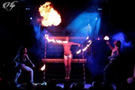concepts soirées clubbing artistes performeurs show haute couture, bdsm
