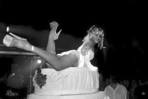 gateau geant show burlesque cabaret