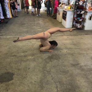 contorsionniste performeuse artiste concept évènementiel festival concert camping convention salon